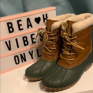 American Eagle winter boots size 6